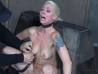 Flexible kermis Lorelei Lee attraction over and fucked with a machine