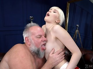 Yawning chasm sex with an old suppliant whose dick stings her so willing