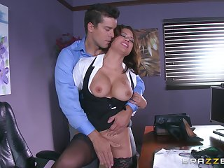 X MILF is keen be useful to a round of unimpassioned sex with the new manager