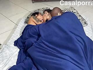 Mozao matando a saudade da namorada e coloca ela pra sentar no pau reach maridão. Com o cuzinho  casal trisal