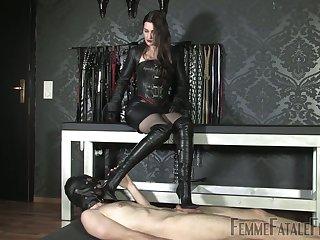 Latex sex games with such a voracious dominant bitch Victoria Valente