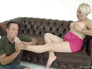 Adult plump blonde whore Bibi Left side wanna get her wings sucked by toff