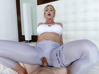 Mommy loads her brand-new cunt with the step son's endless dong